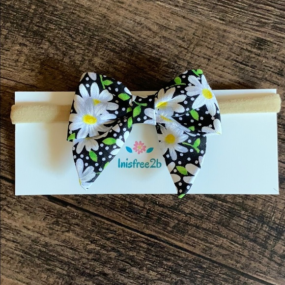 Inisfree2b Other - Handmade 3in Daisy hair bow with nylon band